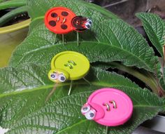 How to make a lady bug from buttons Craft Bug toys or decoration idea - pipe cleaners for wire