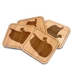 Untersetzer quadratisch Igel mit Pilz aus Bambus  Coffee - Das Original von Mr. & Mrs. Panda.  Diese quadratischen Untersetzer mit abgerundeten Kanten sind ein besonderes Highlight auf jedem Esstisch. Jeder Gläser Untersetzer wurde mit viel Liebe handgefertigt und alle unsere Motive sind mit besonders viel Hingabe von unserer Designerin gestaltet worden. Im Set sind jeweils 4 Untersetzer enthalten.    Über unser Motiv Igel mit Pilz  Dieser kleine Stachelfreund liebt die Natur. Er liebt den…