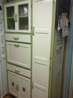 1950's kitchen larder cupboard- love where the color is but not the color. Like utilizing the sides!