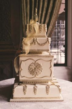 Ornate and beautiful cake for a special couple #pninatornai #weddingcake #bridal