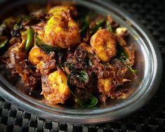 Madras Chicken Curry - Kozhi Kari Masala - South Indian Chicken Curry — Spiceindiaonline Prawns Roast, Prawns Fry, Spicy Prawns, Paneer Masala Recipe, Butter Masala Recipe, Chilli Paneer, Upma Recipe, Biryani Recipe, Naan Recipe