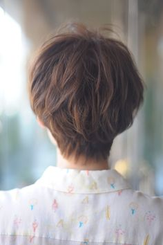 大人の女性でもチャレンジしやすいショートです。骨格や髪質もカバーしやすいので、スタイリングも楽チン!
