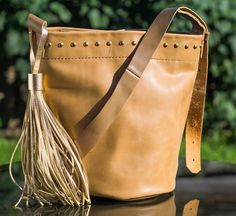 Handmade leather bucket bag Handmade Leather, Leather Craft, Bucket Bag, Bags, Fashion, Handbags, Moda, Leather Crafts, Fashion Styles