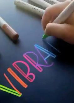 Vibrant Colors Lettering Chalk markers add bright and vivid color to all lettering artwork. You can enhance your lettering by adding elements of faux calligraphy to your blocky letters. Learn more about the go to chalk calligraphy tool. Creative Lettering, Lettering Styles, Brush Lettering, Hand Lettering Tutorial, Hand Lettering Alphabet, Chalkboard Hand Lettering, Caligraphy Alphabet, Chalkboard Doodles, Calligraphy Handwriting