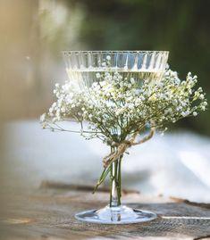 Banquet, Backdrop Decorations, Reception Decorations, World Of Interiors, Wedding Background, Wine Charms, Summer Garden, Elle Decor, Pretty Flowers