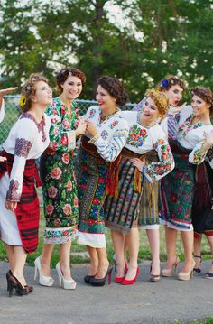 Beautiful Embroidery, Ukrainian festival in Chicago Mexican Fashion, Ethnic Fashion, Russian Wedding, Ethno Style, Russian Fashion, Folk Costume, Embroidery Dress, Floral Maxi Dress, Traditional Dresses