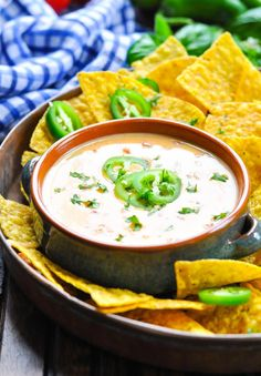 3-Ingredient Spicy Jalapeño Queso Dip Queso Recipe Easy, White Queso Recipe, Queso Cheese, Best Appetizers Ever, Appetizer Recipes, Yummy Recipes, Slow Cooker Appetizers, Crock Pot Dips, Cooking