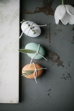 A selection of simple DIY decor you can make depending on what you have in your own home to get a little Easter feeling Egg Decorating, Decorating Your Home, Kitchen Ornaments, Easter Egg Designs, Diy Ostern, Decoration, Easter Eggs, Easy Diy, Simple Diy