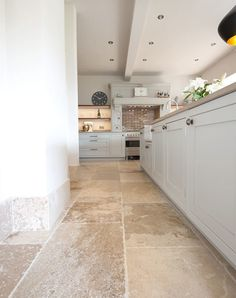 limestone flooring Beautiful French limestone with honey tones and a rustic finish - Quorn Stone Limestone Flooring, Travertine Floors, Natural Stone Flooring, Natural Stone Tiles, Rustic Tile Flooring, Rustic Tiles, Limestone House, Stone Kitchen Floor, Kitchen Flooring