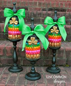 St Patrick's Day will be here soon. We found the best DIY St. Patrick's day decorative ideas all in green of course. Celebrate the spirit of St. Patrick's Day with these creati… St Patrick's Day Crafts, Holiday Crafts, Holiday Fun, Fun Crafts, Holiday Ideas, Spring Crafts, Easter Crafts, St. Patrick's Day Diy, Mason Jar Crafts