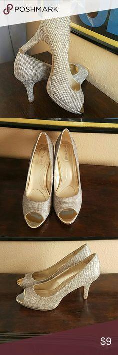 BDSUPERMODEL size 9&1/2 Bandolino B Flexible gold sparkling heels..peep toe..great condition. Bandolino Shoes Heels