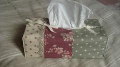 Boîte à mouchoirs en lin à pois et fleuri : Boîtes, coffrets par rouge-lin-et-bois