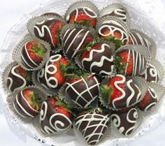 dark and white chocolate dipped and decorated strawberries so cute ~ yum