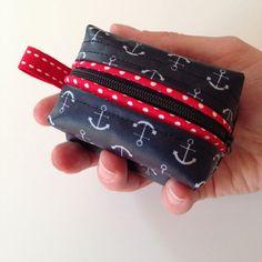 Frisch genäht: ein Minitäschchen aus meinem neuen Anker-Wachstuch (gibts zB bei der Glücksmarie ) mit Paspel am Reißverschluß. Das ist supe...