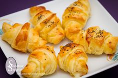 Discover recipes, home ideas, style inspiration and other ideas to try. Mini Croissants, Dessert Sushi, Brunch Appetizers, Christmas Brunch, Sushi Rolls, Cooking Time, Food Videos, Chorizo, Entrees