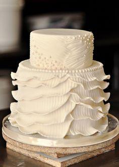 tarta de boda... no podria comermela, y a pesar de que no es mi estilo, todas las tartas de esta pagina tienen un trabajo hermoso.