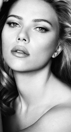 Scarlett Johansson-Oh God SH is so beautiful Black And White Portraits, Black And White Photography, Scarlett Johansson, Black Widow Scarlett, Hollywood Actresses, Hollywood Fashion, Female Portrait, Beautiful Actresses, Beautiful Celebrities