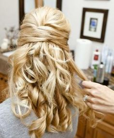 Half Up Half Down Hairstyles for Curly Hair: Great bridesmaid Hairstyle Idea by winnie