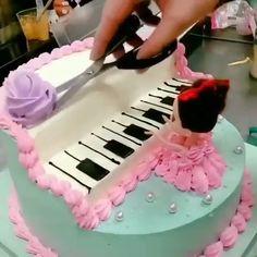 Cake Icing Tips, Cake Decorating Frosting, Cake Decorating Designs, Creative Cake Decorating, Cake Decorating Videos, Cake Decorating Techniques, Creative Cakes, Cake Designs, Music Birthday Cakes