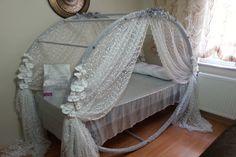 Sünnet töreni hazırlığı içerisindeyseniz sünnet yatağı hazırlama konusunda sünnet yatağı süsleme modelleri için önerilere ihtiyacınız olabilir..