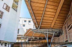 Mercat de Santa Caterina y viviendas sociales para gente mayor (Barcelona). Arquitectos: EMBT (Enric Miralles y Benedetta Tagliabue), remodelación.