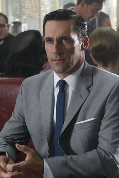 "men's suits The Styles of AMC's Mad Men - Menswear of the Who ever thought the would be so cool? With the success of AMC's ""Mad Men,"" tight-fitted gray suits and crisp spread c Grey Suit Blue Tie, Grey Suit Men, Blue Ties, Suit And Tie, Light Grey Suits, Don Draper, Mad Men Fashion, Suit Fashion, Timeless Fashion"