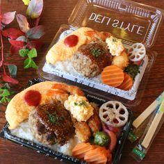 子が巣立ってから初めて作った夫婦弁当。夫の好物、オムレツとハンバーグ。夫の負担にならないよう使い捨てのお弁当箱を使うことが多いです。 Bento Box Lunch, Cafe Food, Food Cravings, Japanese Food, Clean Eating, Easy Meals, Food And Drink, Cooking, Ethnic Recipes