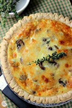 Mushroom Swiss Quiche - easy recipe for quiche full of mushrooms, thyme, eggs and Swiss cheese. Great vegetarian option for breakfast, brunch, lunch or dinner. Breakfast Quiche, Best Breakfast, Morning Breakfast, Sunday Morning, Smores Dessert, Dessert Bars, Swiss Cheese Quiche Recipe, Brunch Recipes, Breakfast Recipes