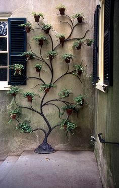 Climbing Pots - Decoration Fireplace Garden art ideas Home accessories Indoor Garden, Garden Pots, Outdoor Gardens, Balcony Gardening, Outdoor Patios, Gardening Tips, Indoor Outdoor, Garden Crafts, Garden Projects