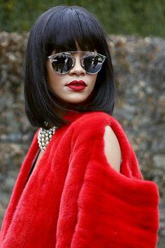681836fa48d6c5 Retour sur les incroyables transformations capillaires de Rihanna (photos).  Lunettes SolairesLunettes De SoleilLunettes ...