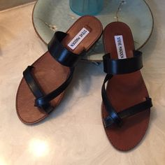 Leather sandals NWOT Brand new comfortable sandals. Great with jeans, shorts, and maxi skirt Steve Madden Shoes Sandals