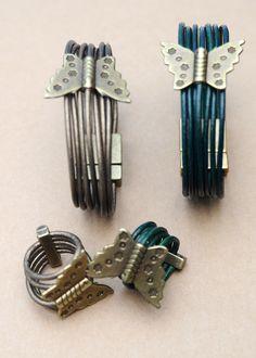 Pulseras y anillos de cuero y entrepiezas de zamak.  Terminales imantados de zamak