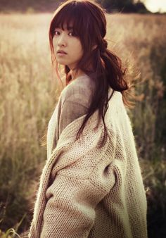 oversized white #sweater x half up #hairstyle :: Park Bo Young