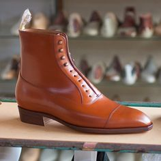 TYE shoemaker @tyeshoemaker  Picture courtesy of @tyeshoemaker  #bespokemakers #tyeshoemaker http://ift.tt/2hKD9Fq