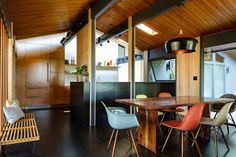 Love all of the wood grounded by the glossy dark floor in this mid century modern