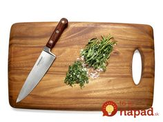 Tip Tuesday: If you like using fresh herbs when cooking, toss a little salt onto the cutting board the next time you're chopping them up. This will keep the herbs nicely contained as you dice! Uber Hacks, Vegetarian Recepies, Flour Bakery, Bakery Cafe, Greek Style Yogurt, Cook Up A Storm, Learn To Cook, Kitchen Hacks, Kitchen Gadgets