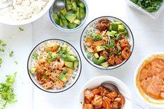 My favorite poke bowl: Salmon poke with a choice of 2 marinades: spicy mayo and shoyu. Do you want to know how to make a poke bowl at home? Salmon Poke, Raw Salmon, Spicy Salmon, Hawaiian Poke Bowl, Ahi Poke, Tuna Poke, Paleo Dinner, Salmon Recipes, Quinoa