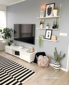 We love this TV corner! What are you watching tonight? = Crime scene = The Voice – Wohnaccessoires – Einrichtungsideen We love this TV corner! What are you watching tonight? = Crime scene = The Voice Wohnaccessoires Living Room Tv, Apartment Living, Interior Design Living Room, Home And Living, Living Room Designs, Tv On Wall Ideas Living Room, Living Room Decor Hacks, Ikea Living Room Storage, Ikea Living Room Furniture