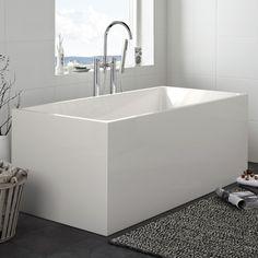 Hafa Sun Square badkar. Designat fristående badkar i sanitetsakryl med raka eleganta for-mer. Den skarvfria ytan gör karet lättstädat och det har en mjukhet som känns skönt mot huden.