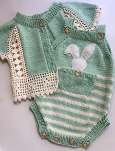28 super ideas for knitting baby vest hands Crochet Baby Cardigan, Knit Baby Dress, Knitted Baby Clothes, Knit Crochet, Crochet Hats, Knitting For Kids, Baby Knitting Patterns, Baby Patterns, Hand Knitting