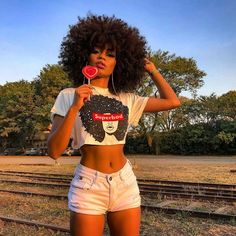 Big Afro hairstyles are basically the bigger and greater version of the Afro hairstyles. Afro which is sometimes shortened as 'FRO, is a hairstyle worn naturally outward by The African American black people. Kinky Curly Hair, Curly Hair Styles, Natural Hair Styles, Black Girls Hairstyles, Afro Hairstyles, Black Is Beautiful, Pretty People, Beautiful People, Pelo Afro