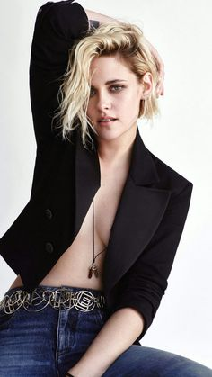 Kristen Stewart nude and naughty leaked scandal photos. Kristen Stewart nude and rough sex action scenes from various movies. Robert Pattinson, Photography Women, Editorial Photography, Photography Magazine, Sils Maria, Glamour, Elle Magazine, Poses, Woman Crush