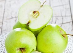 Here are some of the benefits of eating green apples on an empty stomach. Green Apple Benefits, Omega 3, Lose Weight, Health Fitness, Fruit, Apples, Empty, Food, Truths