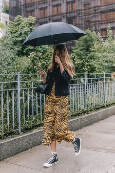 35 Street Style Snaps To Inspire Your Fall Wardrobe (because im addicted) Street Style New York, Stylish Street Style, Street Style Looks, Winter Looks, Look Fashion, Fashion Outfits, Fashion Trends, Girly Outfits, Street Fashion