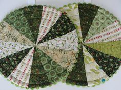 Pretty Patchwork Trivets Are a Breeze to Make - Quilting Digest Sewing Hacks, Sewing Tips, Sewing Tutorials, Sewing Ideas, Sewing Crafts, Leftover Fabric, Love Sewing, Mug Rugs, Sewing Projects For Beginners