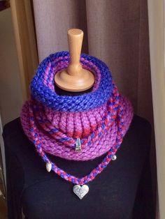 Snood tricoté à la main avec son collier amovible, bleuté, framboise et rose. Par marie-j-creations : Echarpe, foulard, cravate par marie-j-creations
