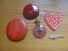 Red pendants, five red charms for craft projects Kids Rings, Small Rings, Vintage Rhinestone, Vintage Silver, Jewelry Making Supplies, Craft Projects, Charms, Beaded Bracelets