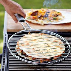 Quesadillas au barbecue un accessoire pour barbecue pour cuire des quesadillas!