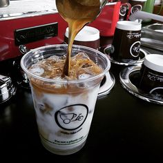 Coffee-Bike has introduced the new Clear Cups which are made of biodegradable material. Another step to avoid plastic at our Coffee-Bikes. Coffee Facts, Us Cup, Plastic Waste, Raw Materials, Swallow, Oceans, Biodegradable Products, Alcoholic Drinks, Bike