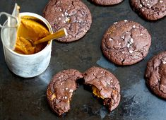 Chokoladecookies med karamel og havsalt